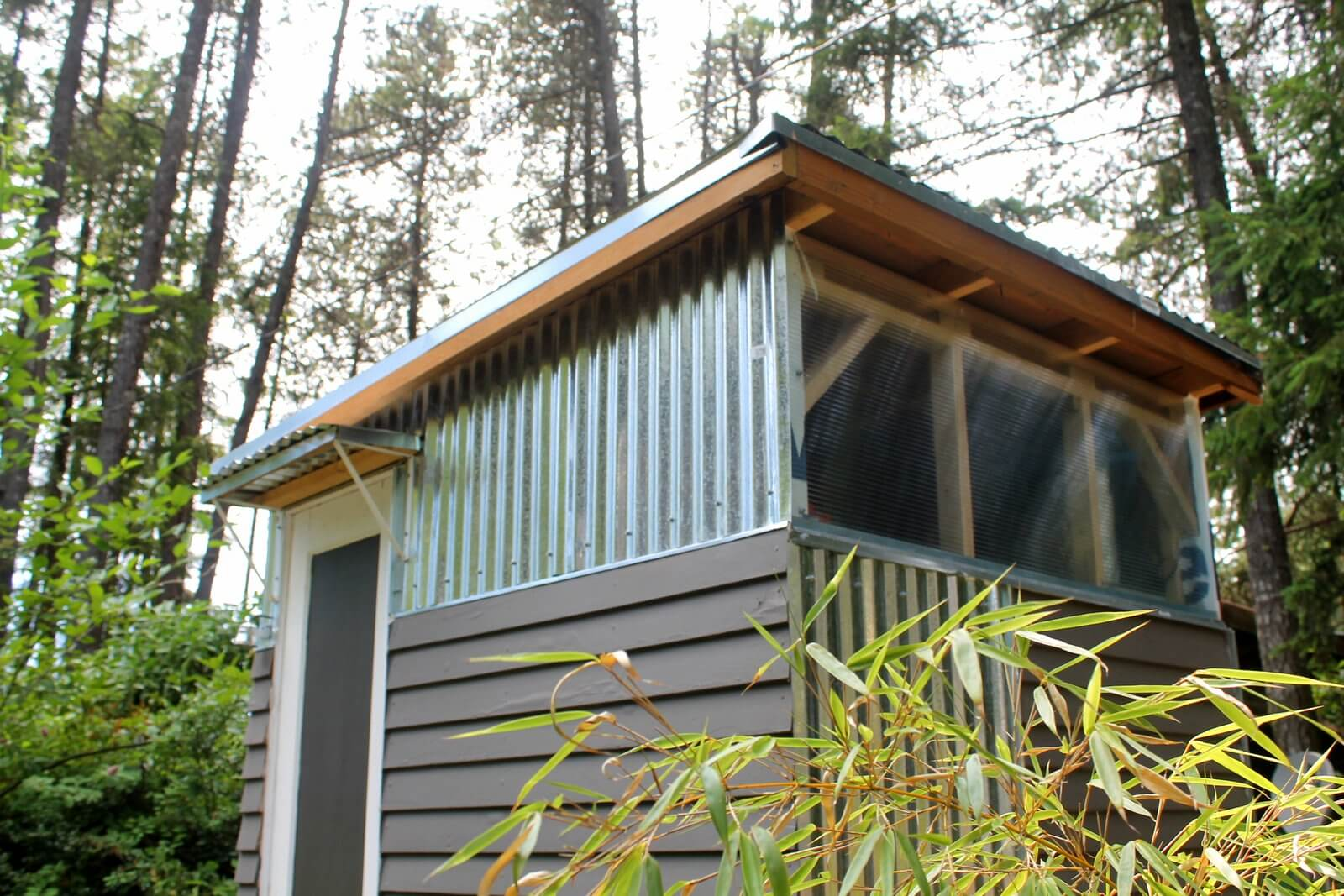 A_modern_shed_made_from_recycled_materials